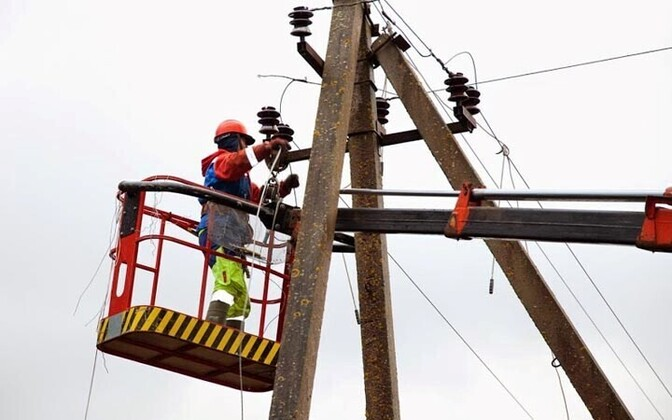 Power lines being repaired. Photo is illustrative.