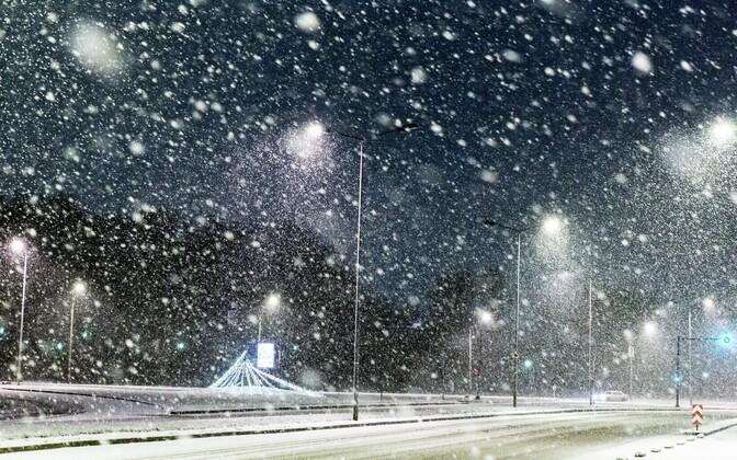 Õine Tallinn lumetormis.