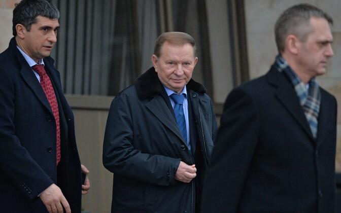 Leonid Kutšma lahkumas Minski kohtumiselt