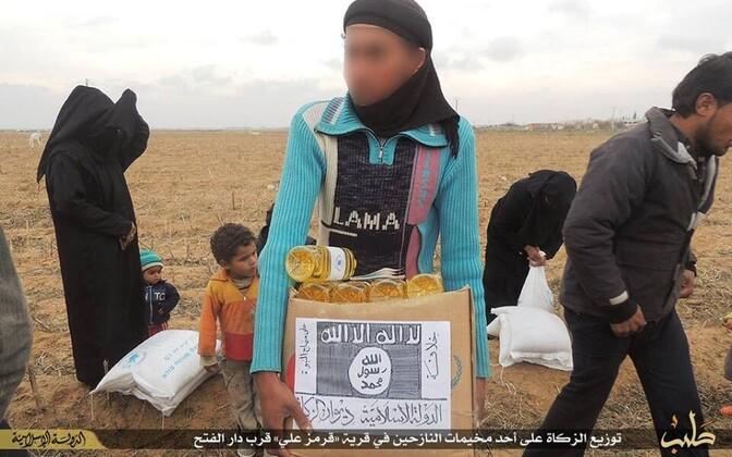 ÜRO toiduabi Süürias. Pakile on peale kleebitud ISIS-e silt.