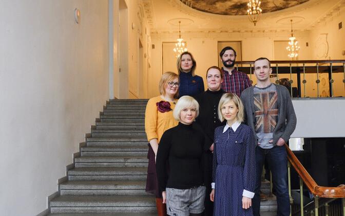 Pildil (vasakult alt) : Andra Orn (NOARi asutaja), Helen Melesk (FOKU juhatuse liige), Tiina Määrmann (Vaal galerii galerist), Elin Kard (Kunstnike Liidu asepresident ja galerist), Meelis Tammemägi (Tam galerii galerist), Olga Temnikova (Temnikova & Kasel