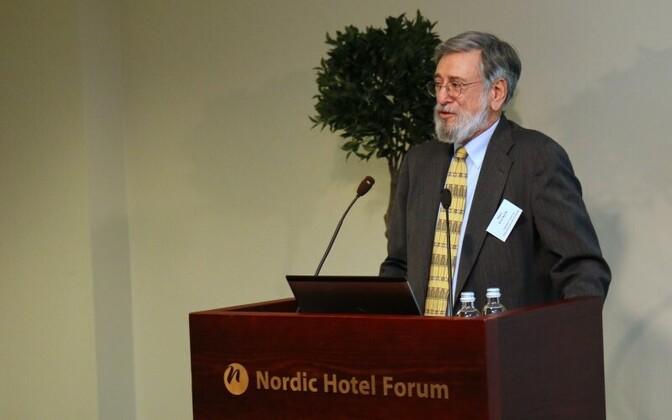 USA haridusteadlane Marc Tucker Tallinnas haridusministeeriumi korraldatud rahvusvahelisel konverentsil