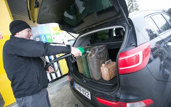 Tanklatest saab jätkuvalt osta nii kütust kui alkoholi.