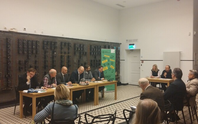 Erakondade debatti juhtisid Kertu Saks Energia avastuskeskusest ja Priit Ennet Teadusajakirjanike seltsist.