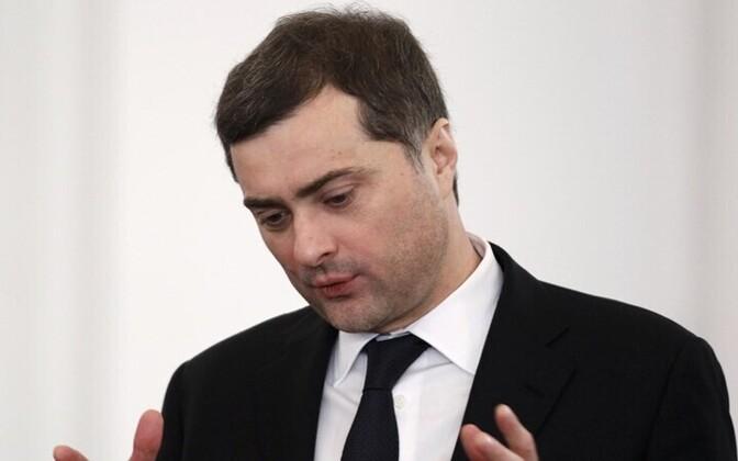 Переговоры по украинскому кризису провели в Дубае помощник президента РФ Владислав Сурков и спецпредставитель Госдепартамента США по Украине Курт Волкер.