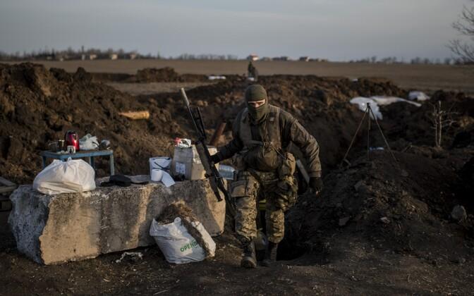 Ukraina sõdur Šõrokõne küla lähedal kaevikus