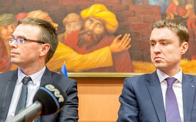 Defense Minister Sven Mikser and Prime Minister Taavi Rõivas during the coalition talks