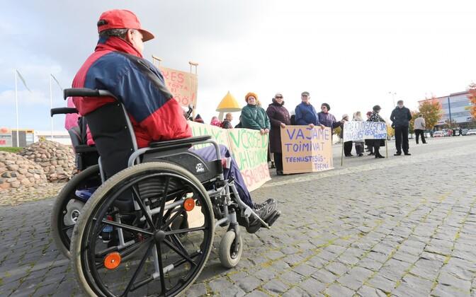 Puuetega inimeste meeleavaldus Rakveres eelmise aasta oktoobris.