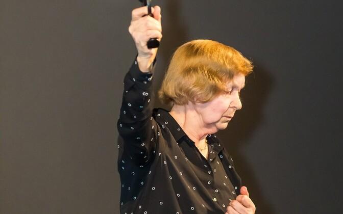 Linda Madalik testib akustikat kinos Kosmos