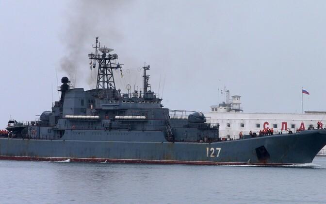 Pildil on suur dessantlaev Minsk