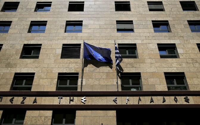 Euroopa Liidu ja Kreeka lipud Ateenas keskpanga hoonel.