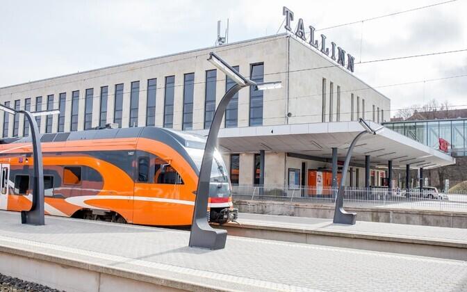 Tallinn pikendas Elroniga tasuta sõidu lepingut üle valimisteaja.