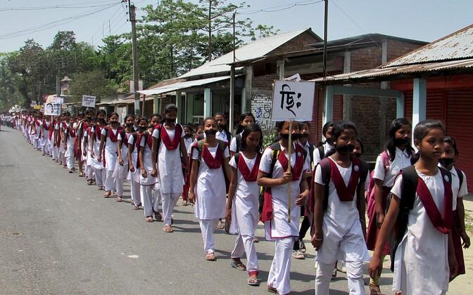 India koolitüdrukud