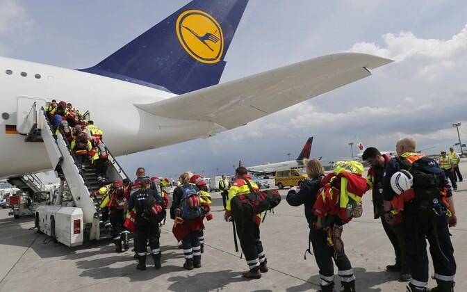 Saksa päästjad Nepali suunduvale lennukile minemas