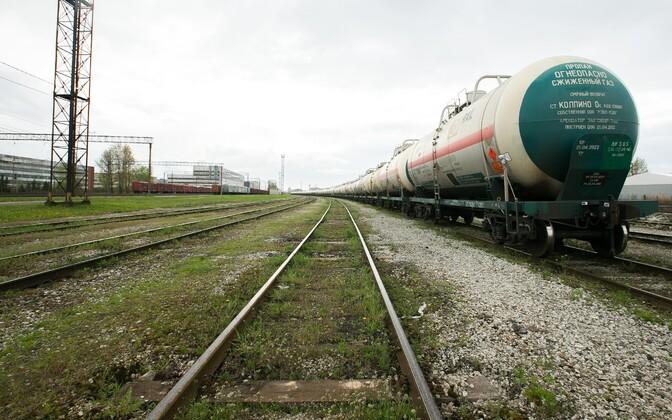 Naftatoodete tsisternid raudteel.