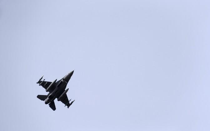 Hävituslennuk F-16, foto on illustratiivne
