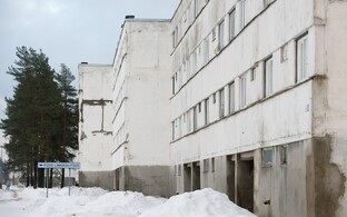 Soviet-era apartment block in Püssi.