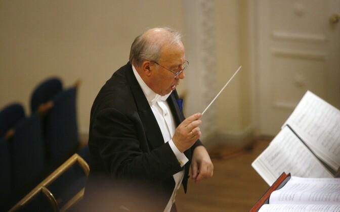 Neeme Järvi dirigeerimas