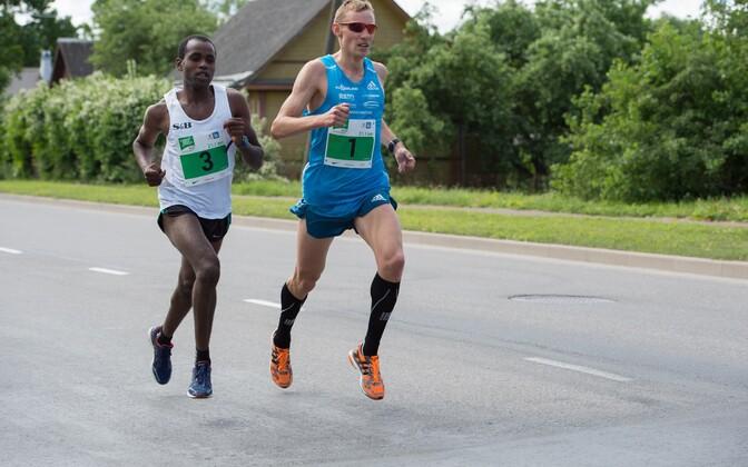 Ibrahim Mukunga Wachira ja Roman Fosti