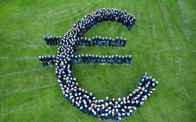 Guinnessi rekordi vääriline euro-märk TrasferWise'i töötajatest.