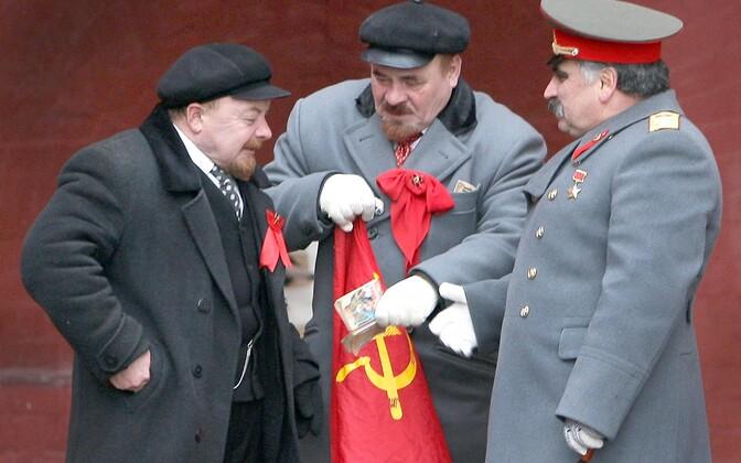 Kaks Leninit ja üks Stalin Punasel väljakul 2009. aastal, foto on illustratiivne