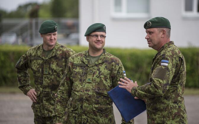 Major Arno Kruusmann (keskel)