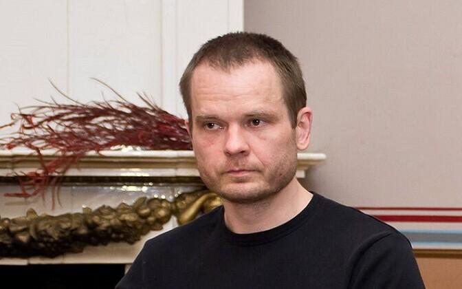 Jüri Kolk oma luulekogu esitlusel 2013. aastal Tartu Kirjanike Majas