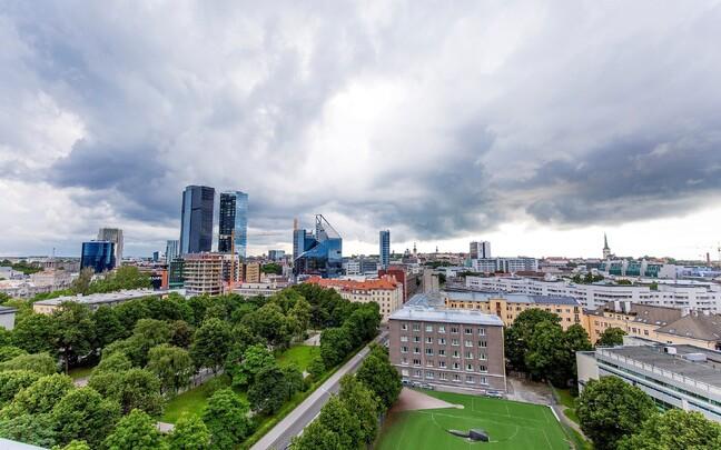 Грозовые тучи над Таллинном.