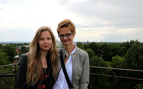 Maailmas üks enim viidatud psühholoog Anu Realo koos tütre Annamariga. Realo abikaasa ja Annamari isa on Tartu ülikooli psühholoogia professor Jüri Allik. Ka tema kuulub oma valdkonnas maailmas ühe protsendi enim viidatud teadlaste hulka.