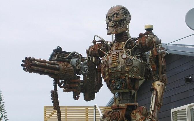 Elusuuruses Terminaatori skulptuur Uus-Meremaal.