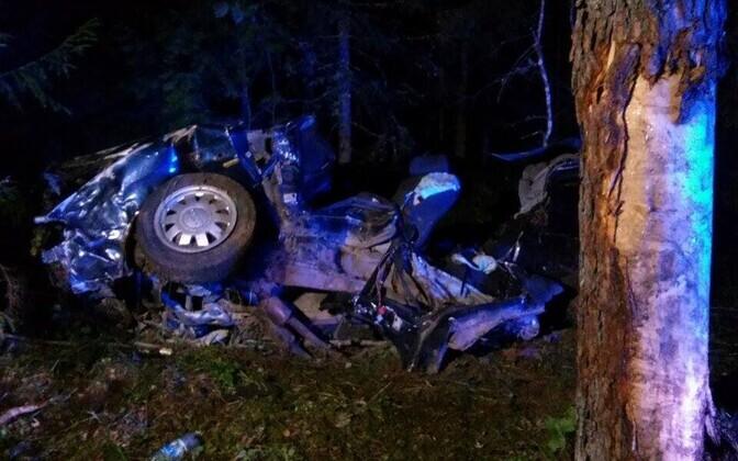 Liiklusõnnetus Vehendi külas augustis 2015. Nelja noore inimese surmaga lõppenud liiklusõnnetuse joobeekspertiis näitas, et sõidukit juhtinud 23-aastasel Randyl oli 2,21-promilline joove.