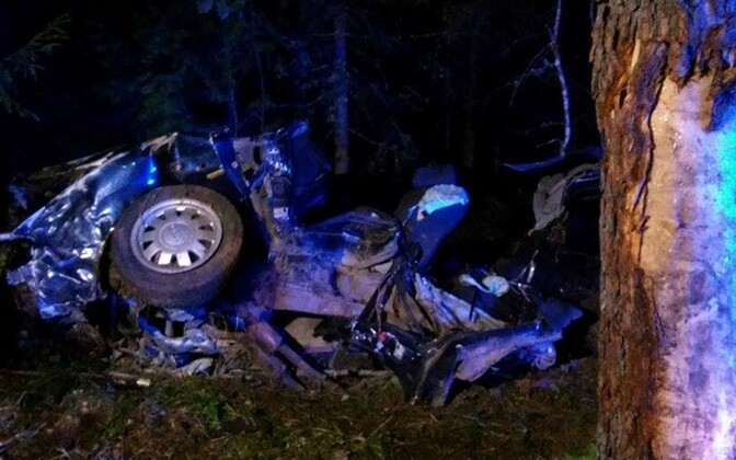 Four young people died in a worst car crash this year when a 23-year-old drunk driver lost control of an aged Audi A6 and hit a tree in Tartu County.