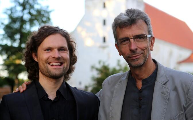 Pühalepa muusikafestivali kunstiline juht Endrik Üksvärav ja helilooja Erkki-Sven Tüür.
