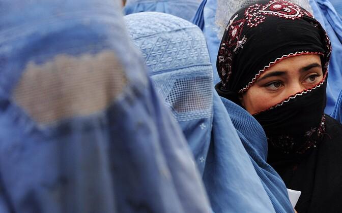 Kaetud nägudega islaminaised.