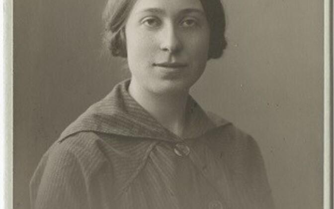 Esimese naisena kanti Tartu ülikooli suurde matrikliraamatusse  Jekaterina Sadovskaja. Ta oli Tartu ülikooli füüsikaprofessori Aleksandr Sadovski tütar.