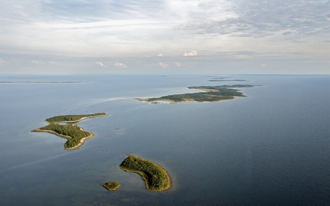 New scans revealed that Estonia has hundreds of more sea islands than previously thought. The officials number of Estonian islands now stands at 2,355. Pictured: Auklaid, Öakse, Saarnaki and Hanikatsi islets