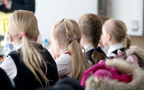 Võõrkeelsete laste haridusplaani koostamine on peamiselt koolide õlul.