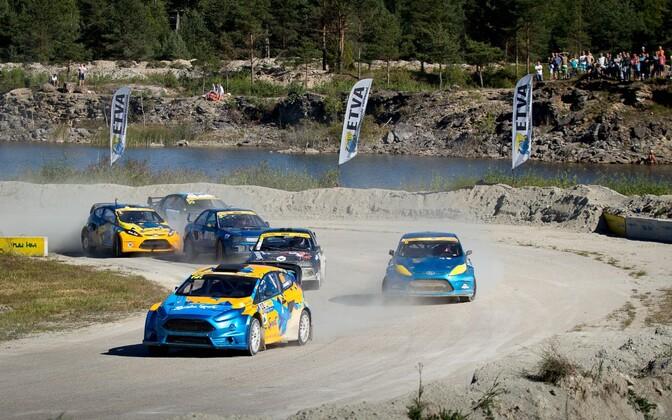 SuperCar'i autod võistlemas Vasalemma rallikrossirajal.