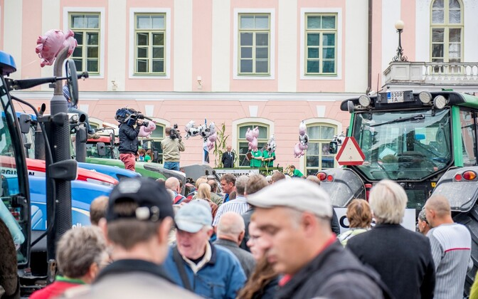 Farmers brought tractors to Toompea Hill in a 2015 protest as well.