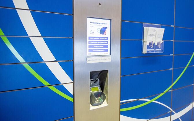 An Itella SmartPOST package terminal.