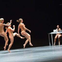 """Doris Uhlichi tantsulavastus """"alastusest enam"""""""
