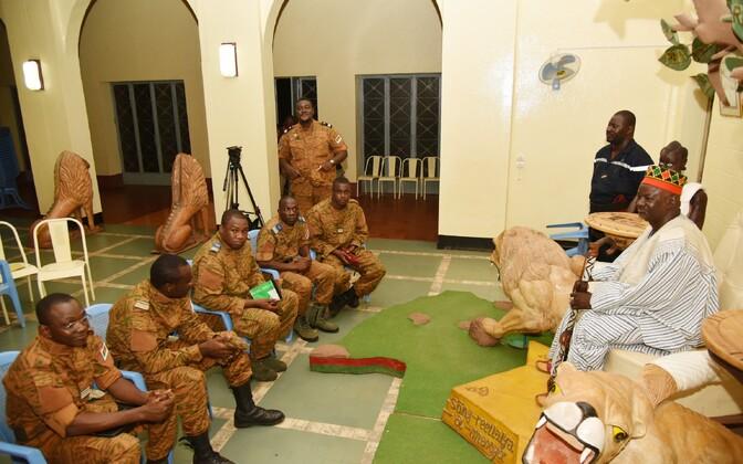 Armee ja riigipöörajate esindajad Mogho Naba juures läbi rääkimas