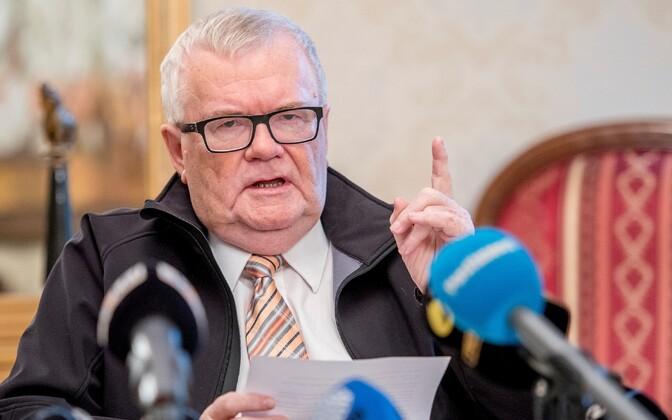 Edgar Savisaar linnavalitsuse pressikonverentsil.
