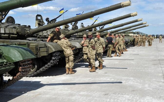 Ukraina sõdurid ja tankid
