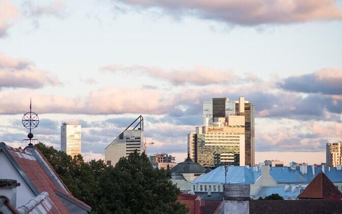 Vaade Tallinnale ja pangahoonetele.