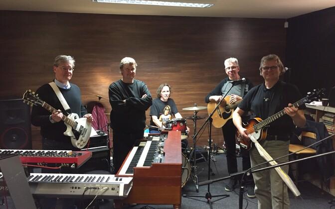 Pildil vasakult: Andres Põldroo, Avo Ulvik, Andres Oja, Tiit Kõrvits ja Meelis Punder