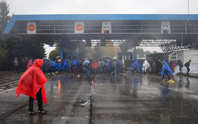 Migrandid Horvaatia-Sloveenia piiripunktis.