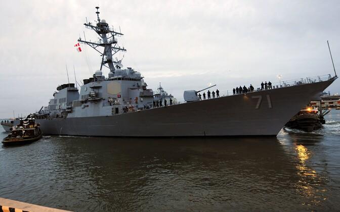 Ameerika raketihävitaja USS Ross.