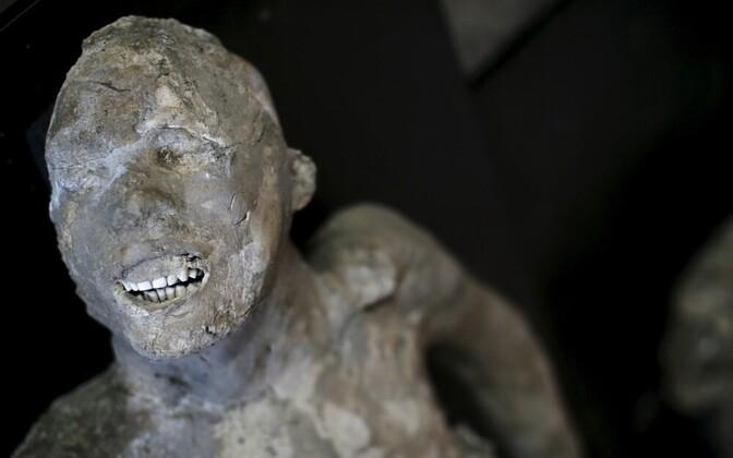 Останки жителя древнеримского города Помпеи.