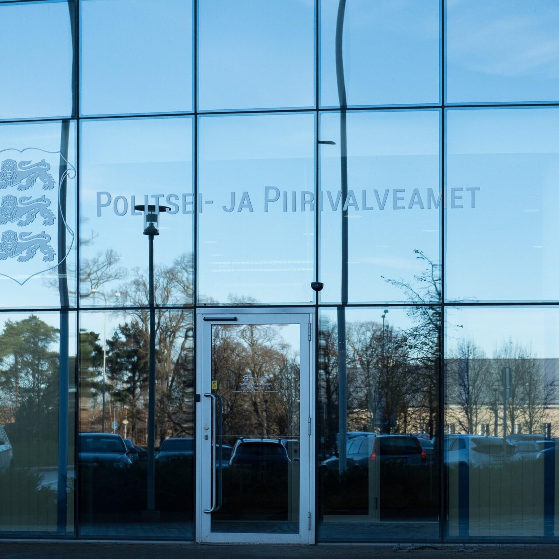 5b94d749615 Järjekord PPA esinduse ees: kuu viimasel neljapäeval töötavad bürood pool  päeva | Eesti | ERR